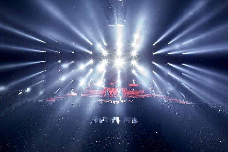 Οι Maroon 5 χρησιμοποιούν μια grandMA2 full-size στη νέα παγκόσμια περιοδεία τους...