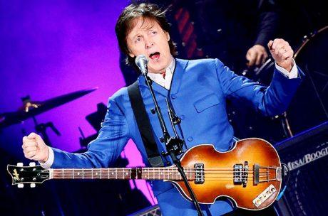 Ο Paul McCartney με Martin MLA