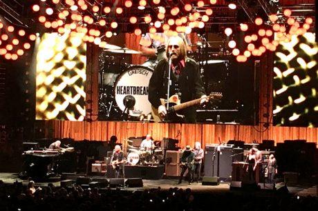 Ο Tom Petty περιοδεύει με Telefunken