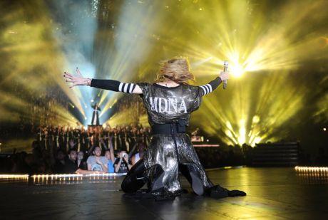 Όχι 1, αλλά 6 Sennheiser SKM 5200 για τη Madonna