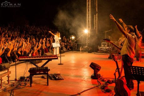"""""""Μια μέρα Harman"""" - Η Ελεονώρα Ζουγανέλη στη Ρόδο με το νέο JBL VTX A8 της Music Spot..."""