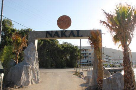 Το Nakal, το φημισμένο 'state of mind' εστιατόριο - beach bar στο Πόρτο Ράφτη, εμπιστεύθηκε τον ήχο του εξ' ολοκλήρου στην Outline…
