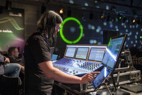 d&b Soundscape: δεν mix-άρεις, 'pan-άρεις'. Περίπου αυτό μας έδειξε στην πράξη ο Ralf Zuleeg, FoH ηχολήπτης των Kraftwerk…